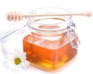 Cách trị mụn cám cho tuổi dậy thì nhờ dùng mật ong